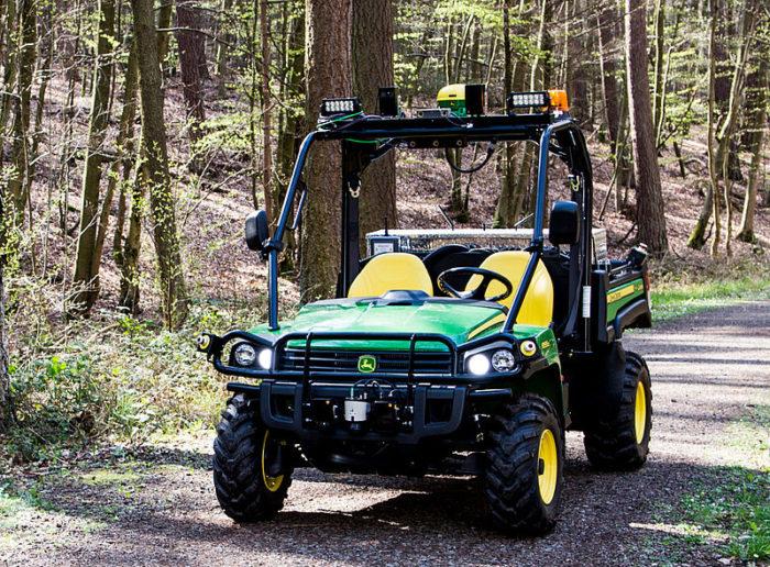 Ein Autonomes Landfahrzeug der Marke John Deere