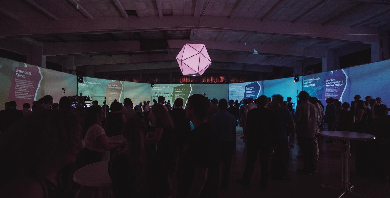Eintauchen in virtuelle Welten: Eröffnung des VR Experience Lab